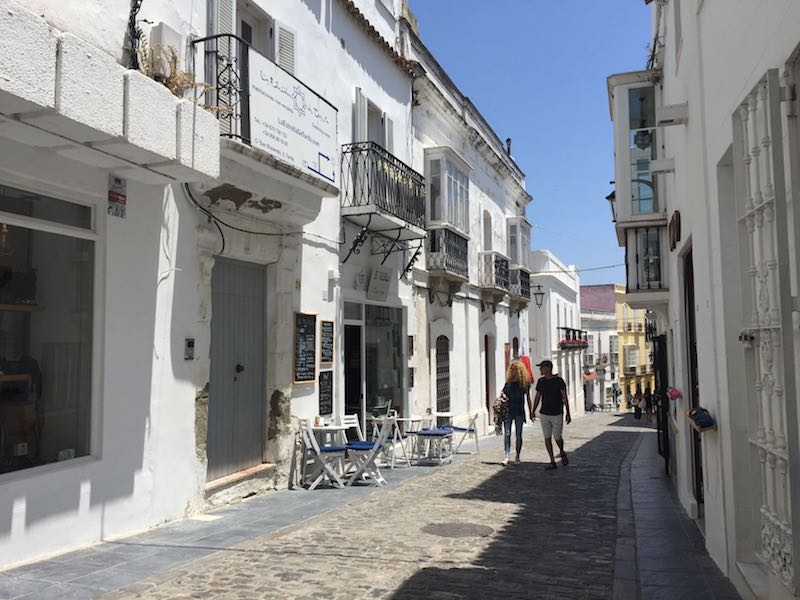 Image of a small road in the old town of Tarifa. A coffee shop representing the personal dream that failed is visible.